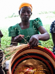woman_weaves_basket