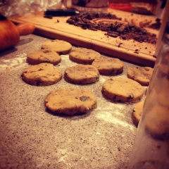 Cut the layered cookie dough with a glass